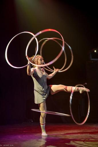 Spectacle de hula-hoop